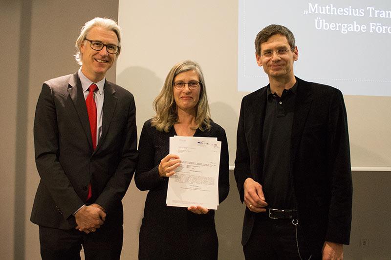 Förderbescheid-Übergabe: K.-C. von Knobelsdorff (v.l.), Projektleiterin Bettina Möllring und Dr. Zerbst.